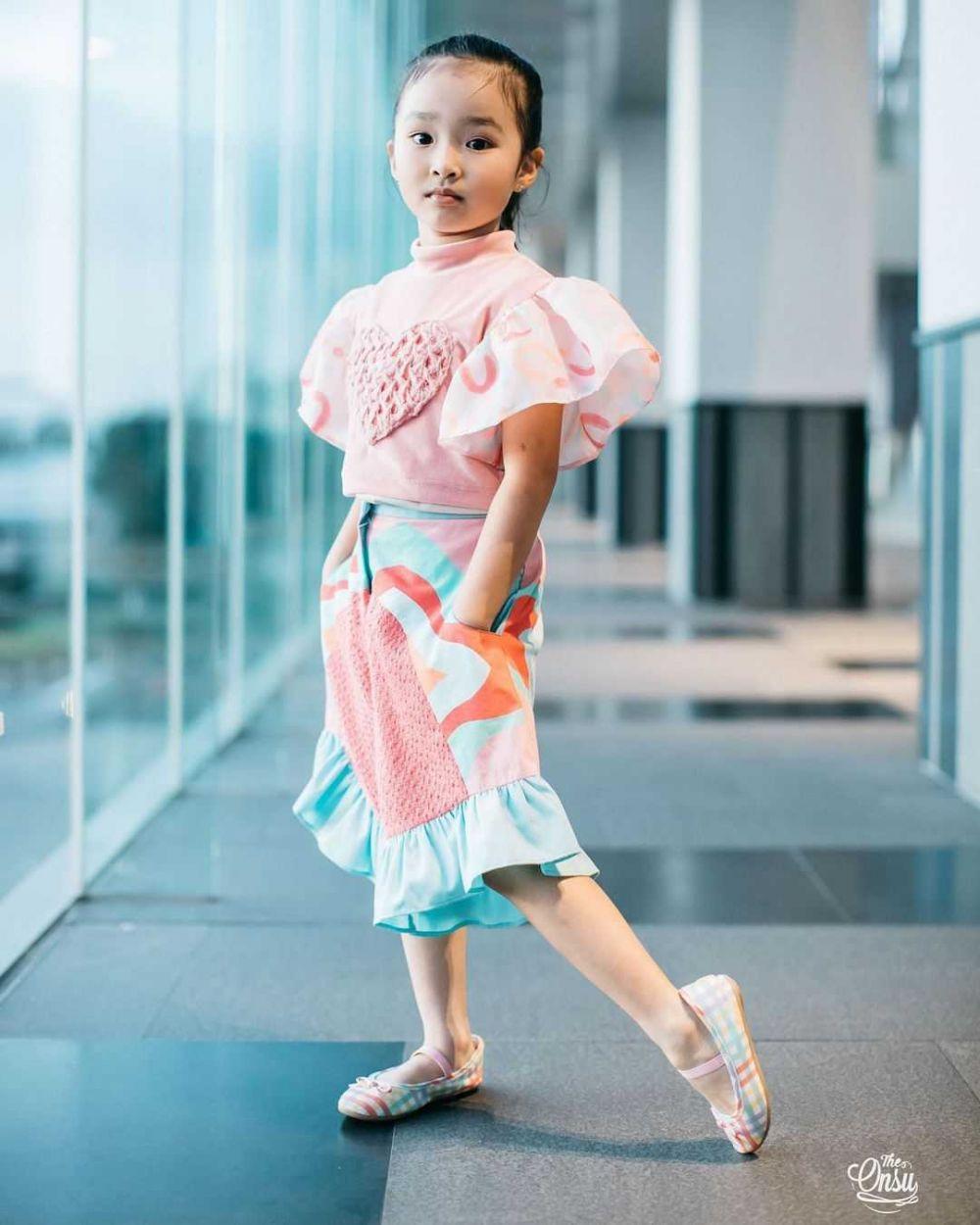 Usia di Bawah 10 Tahun, Gaya 10 Putri Artis bak Model Profesional!
