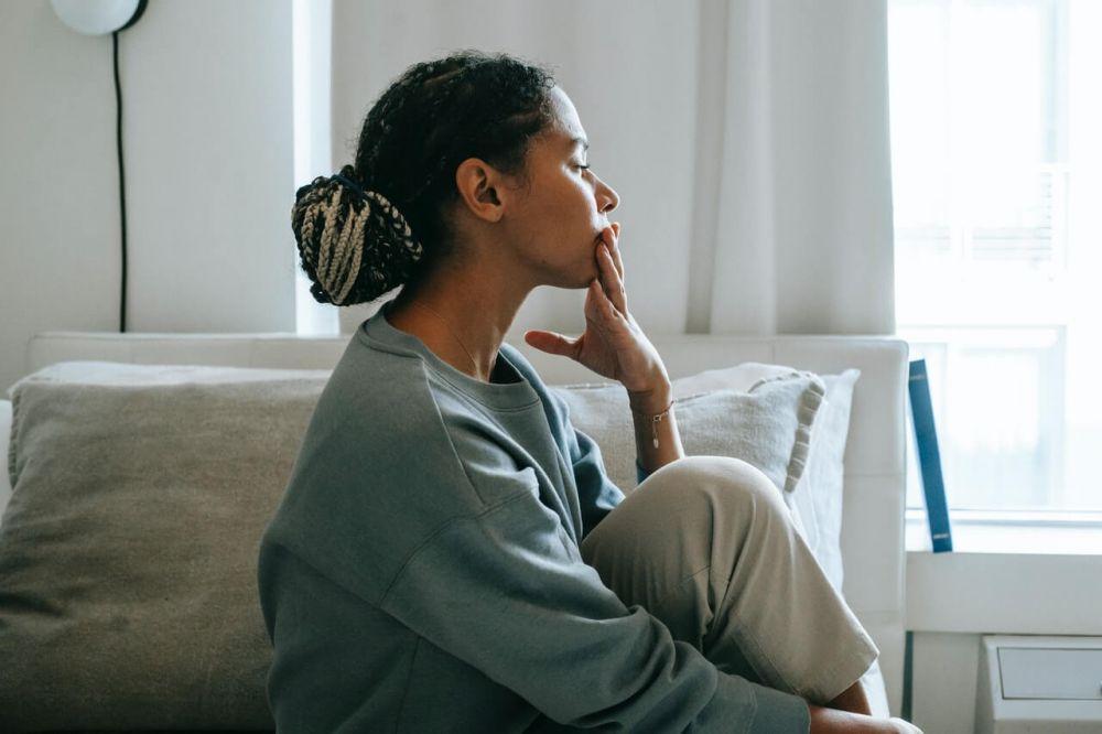 6 Ciri Suami Mengalami Kebosanan dalam Pernikahan, Jarang di Rumah!