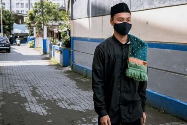 5 Tips Padu Padan Baju Koko Hitam untuk Pria agar Tampil Lebih Keren