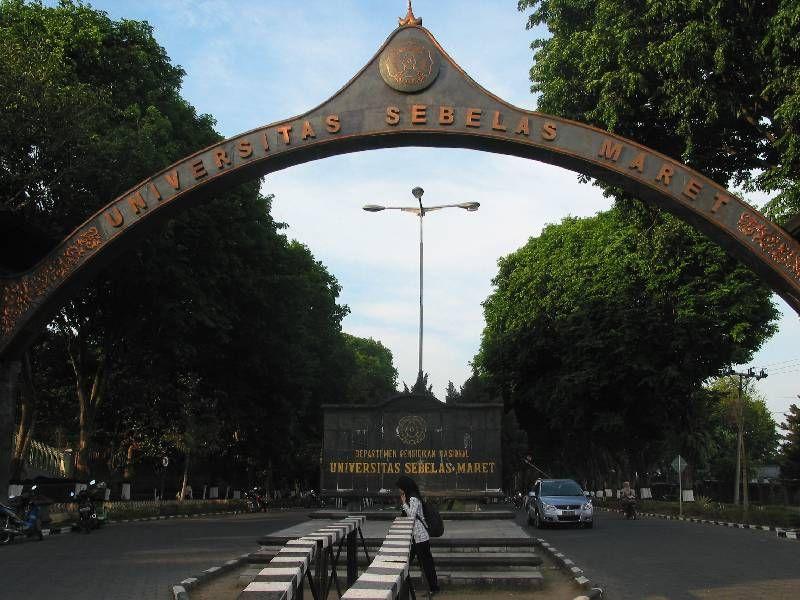 Charoen Pokphand Indonesia Hibahkan Fasilitas Closed House kepada UNS