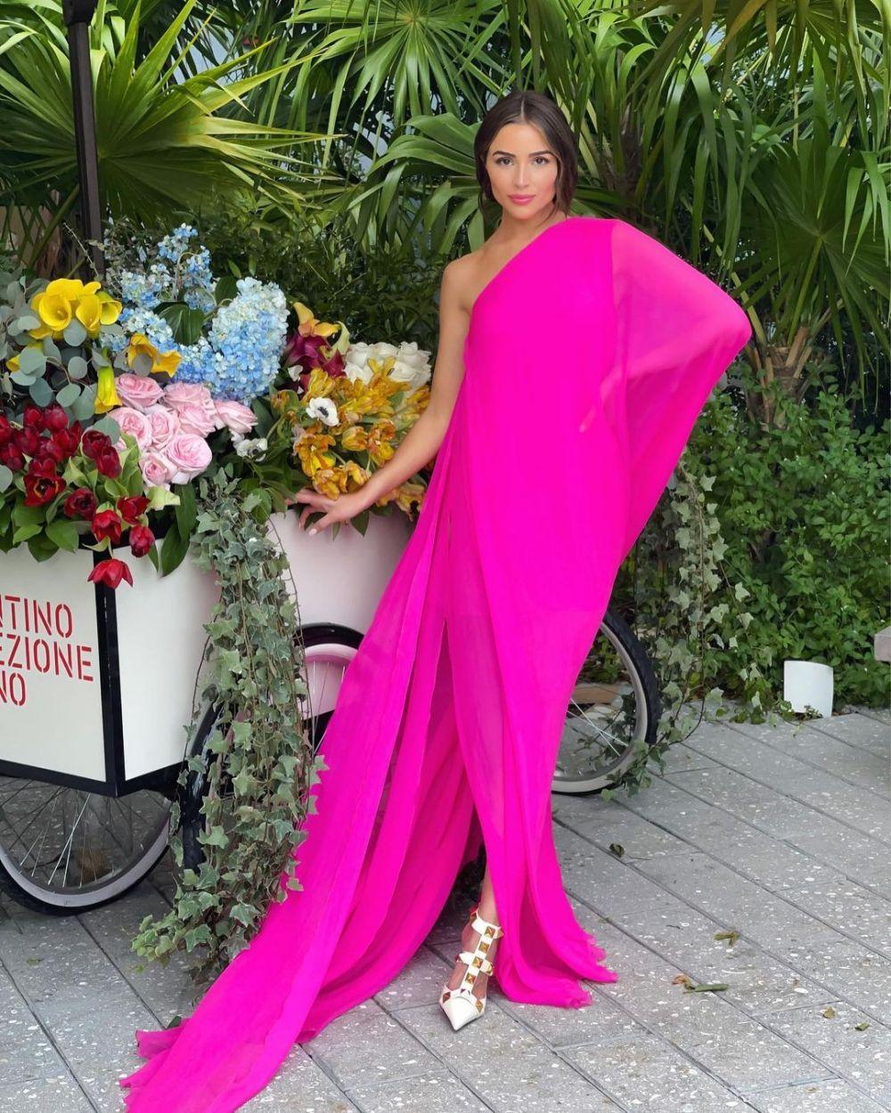 10 Potret Paripurna Olivia Culpo yang Jadi Hostdi Miss Universe 2020