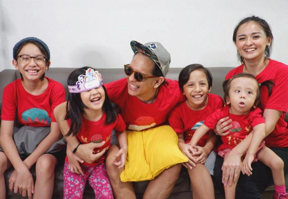 Ibu Tangguh Empat Anak, 10 Potret Joanna Alexandra Bisa Jadi Inspirasi