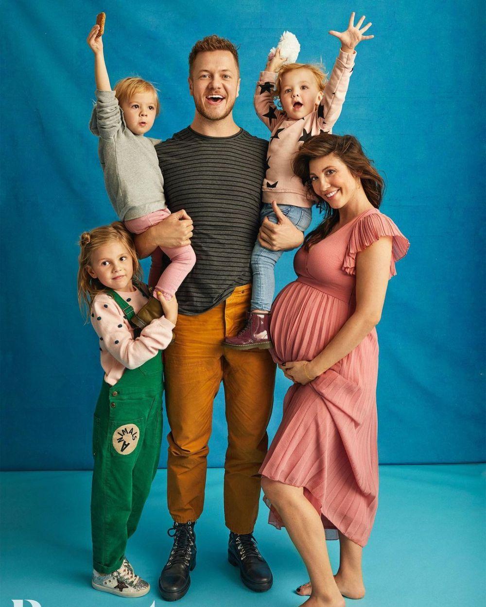 Ayah dan Suami Siaga, 9 Potret Hangat Dan Reynolds Bersama Keluarga
