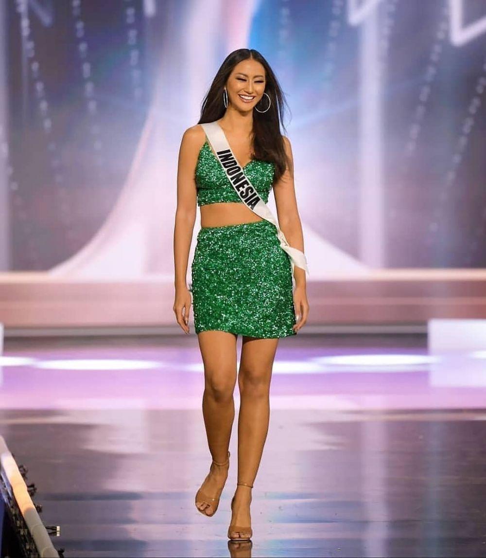 9 Potret Penampilan Ayu Maulida di Preliminary Miss Universe 2020