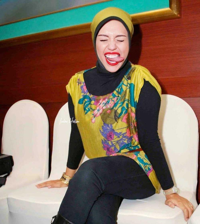 10 Foto Editan Seleb Dunia Kenakan Hijab yang Bikin Terbahak-Bahak