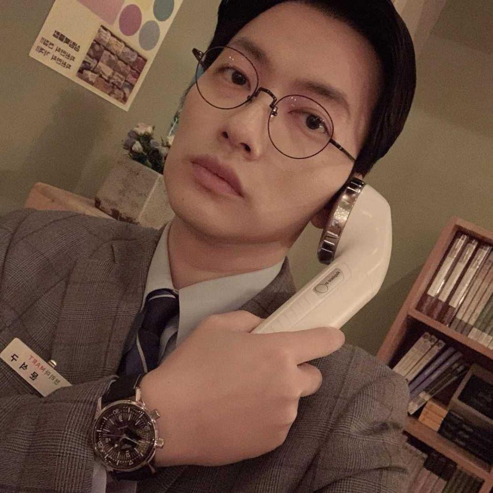 Jadi 'Pacar' Jeon Yeo Bin, 10 Adu Pesona Song Joong Ki Vs Lee Dong Hwi