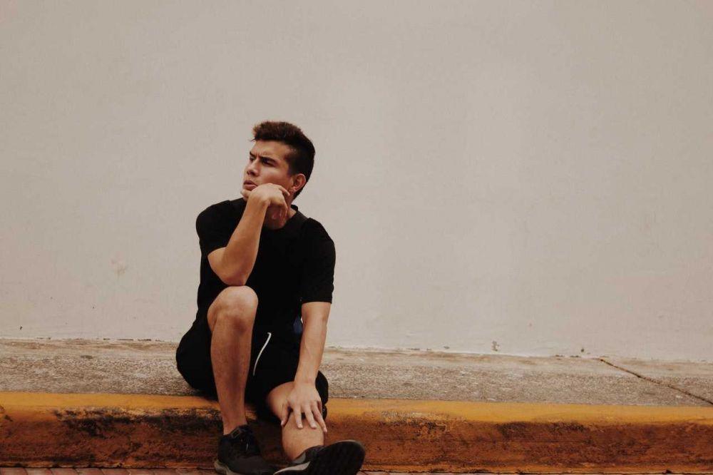 5 Hal yang Terjadi jika Kamu Menilai Orang Lain dari Luarnya Saja