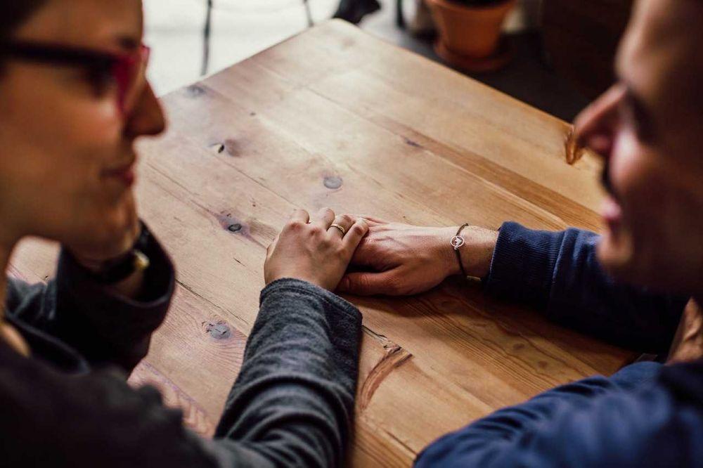 5 Alasannya Kenapa Mencintai Seseorang Gak Harus Memiliki