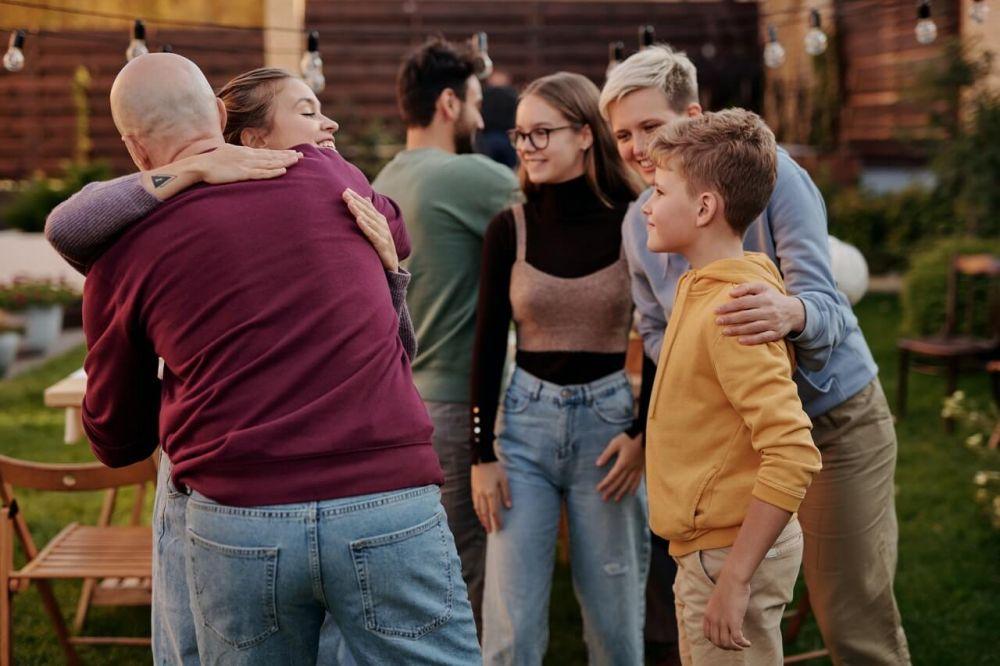 5 Bakti Anak pada Orangtuanya Pasca Menikah, Sudah Kamu Lakukan?