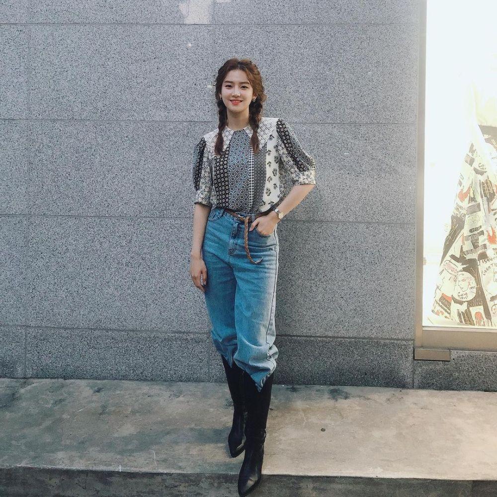10 Ide OOTD dengan Sepatu Boots Ala Aktris Park Joo Hyun, Modis Abis!