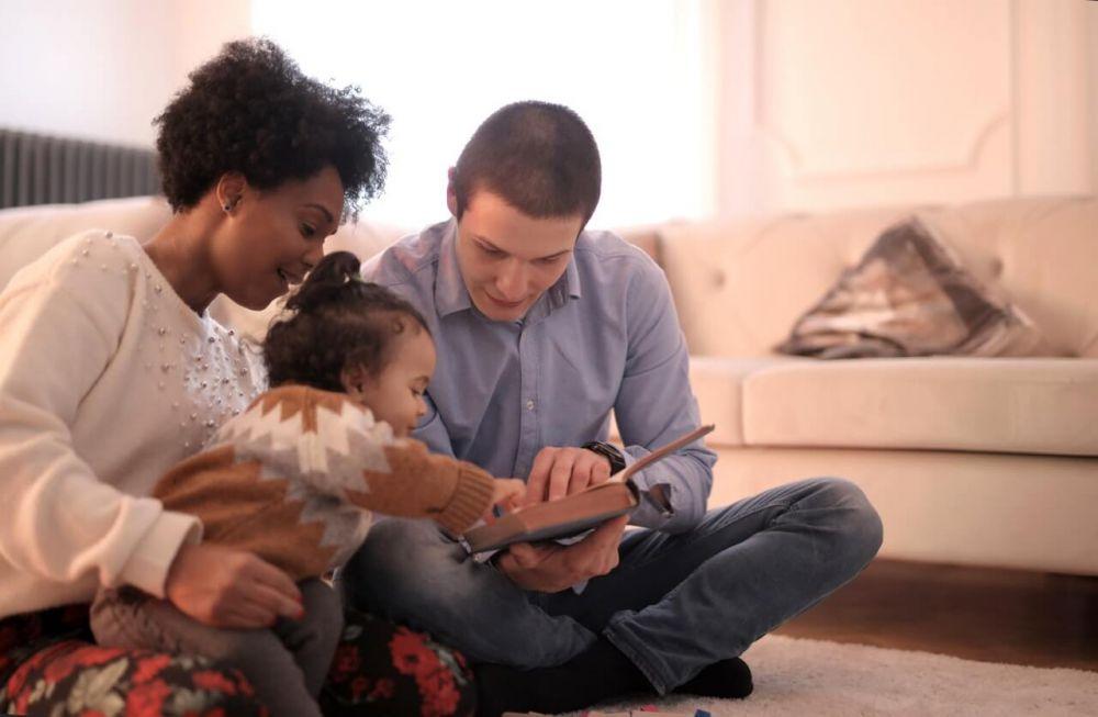 5 Ciri Orangtua Milenial, Salah Satunya Berbagi Tugas Rumah Tangga!