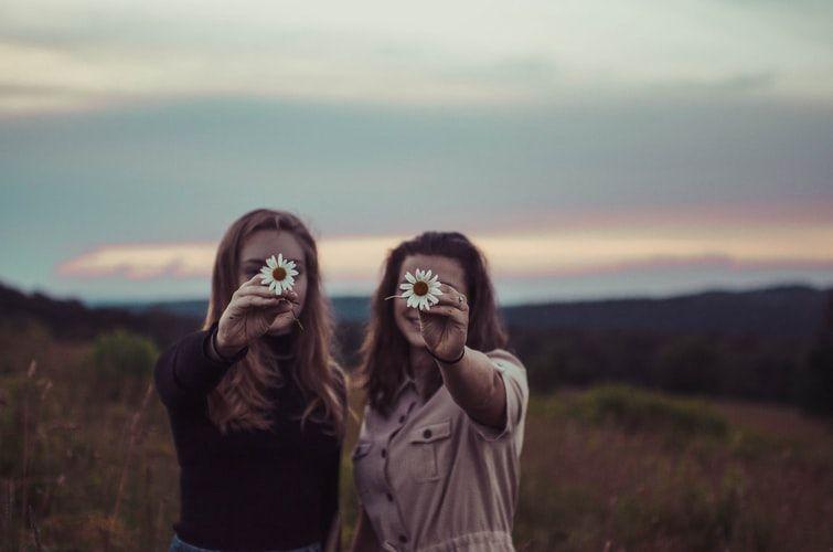 Friendly! 6 Tanda Kamu Orang yang Mudah Berteman dengan Siapa Saja