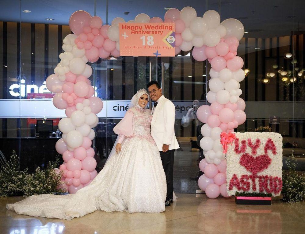 Anniversary Pernikahan ke-18, 10 Potret Romantis Uya Kuya dan Astrid
