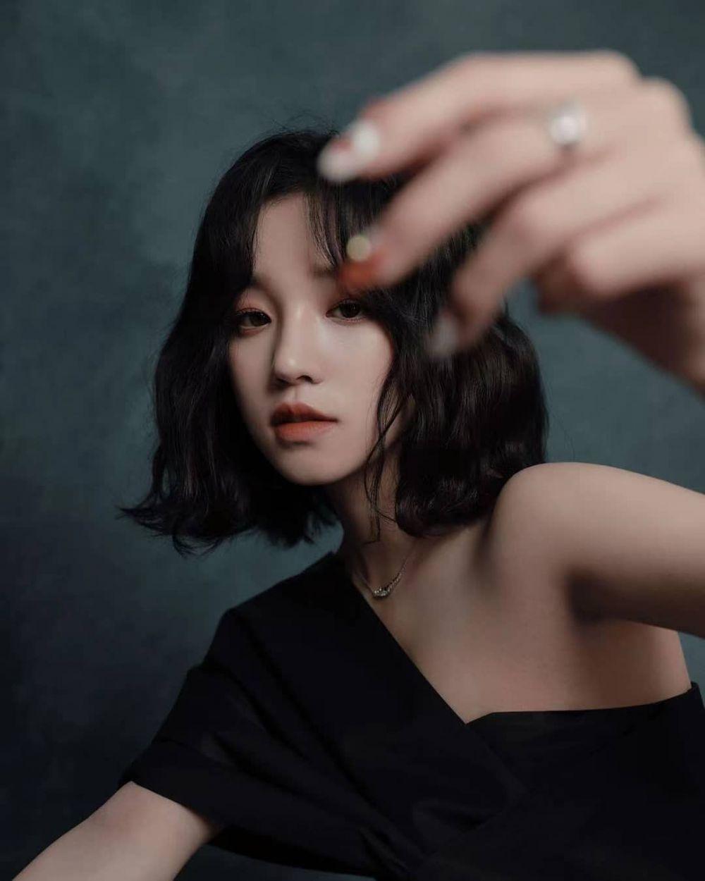 Siap Debut Solo, 9 Potret Elegan Yuqi yang Tanggalkan Image Imutnya