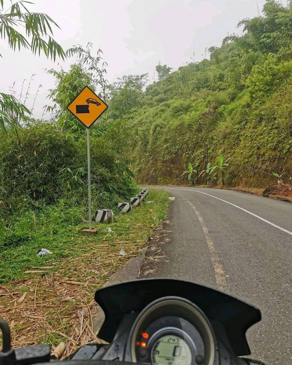10 Potret Abang Ojol Nyasar Ikuti GPS, Ketemu Kebun Kosong dan Pocong!