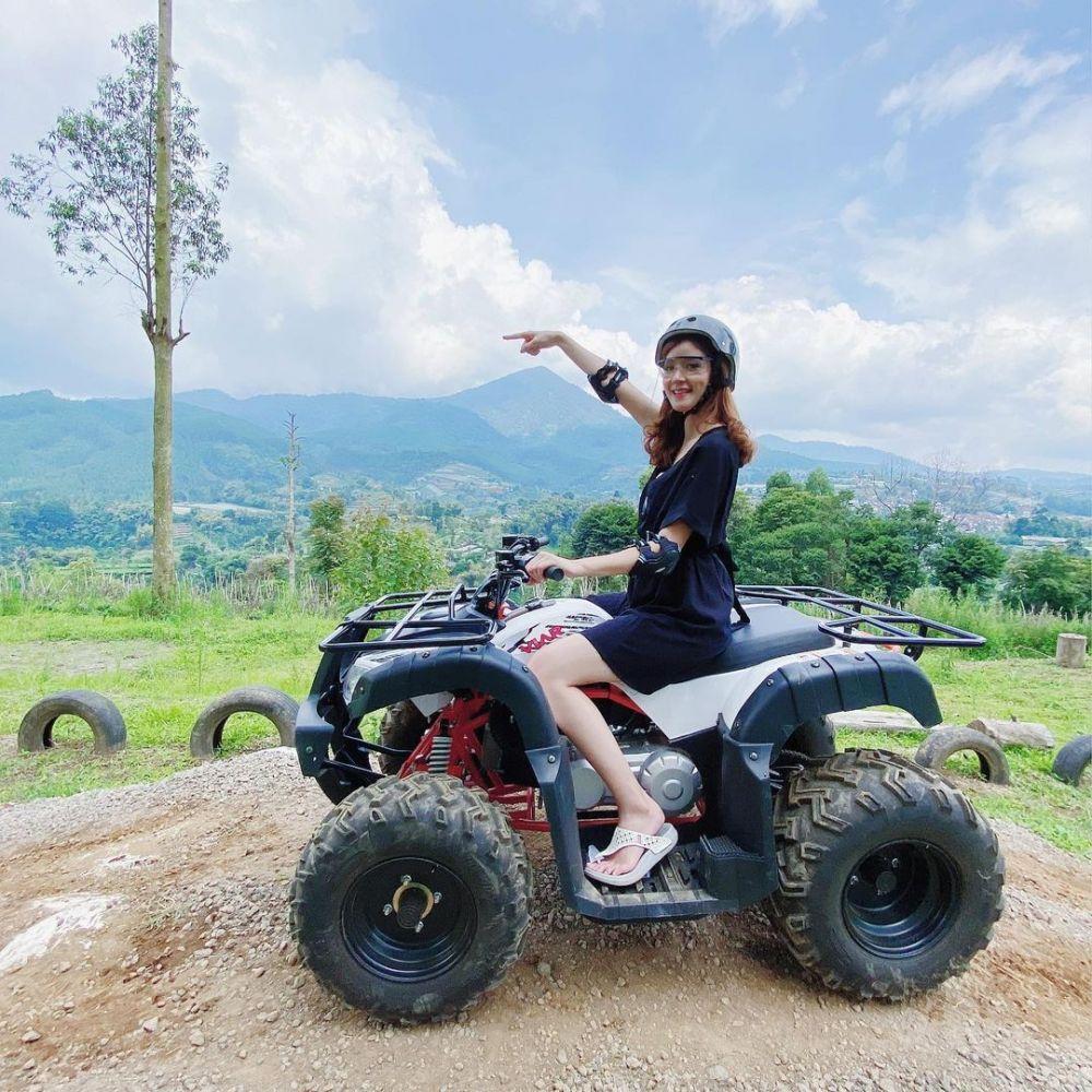 10 Potret dr. Jean, Puteri Indonesia Jabar 2020 yang Hobi Travelling