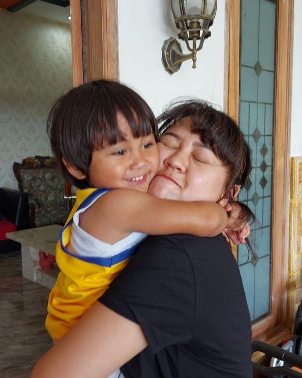 10 Momen Akrab Happy Asmara dengan Adik Bungsu yang Masih Balita