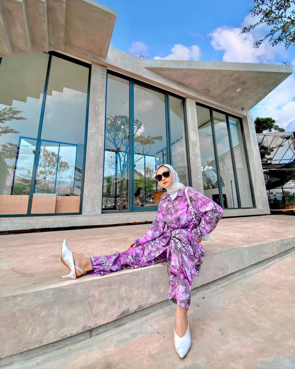 10 Ide Mix and Match Lilac Outfit ala Nindi Ariesti, Manis dan Hype!