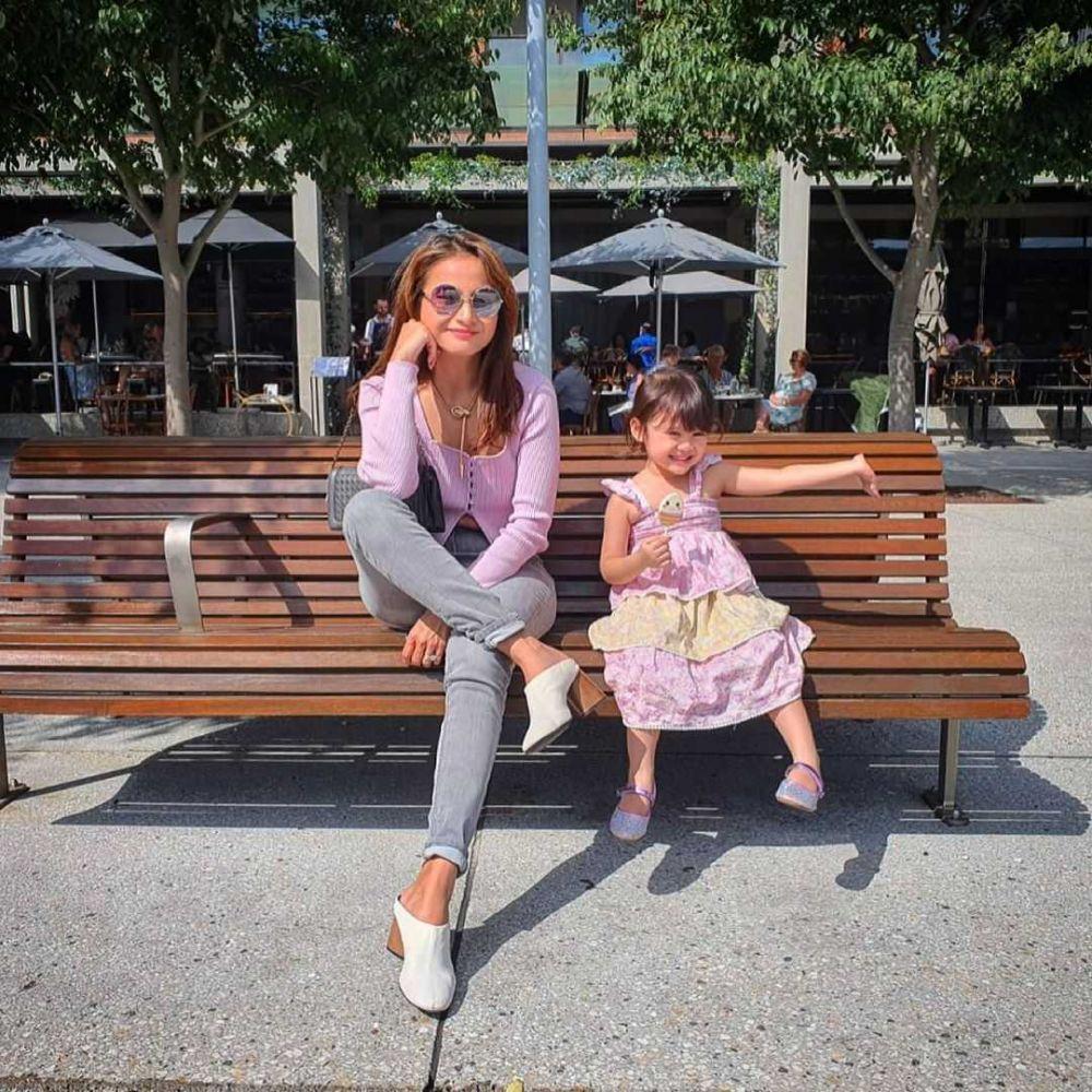 10 Potret Kompak Acha Septriasa dan Putrinya, Ibu Anak Goal!