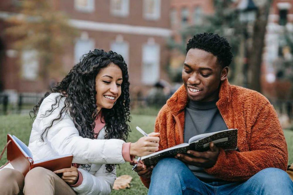 5 Sisi Positifnya Memiliki Teman yang Ambisius Prestasi di Masa Kuliah