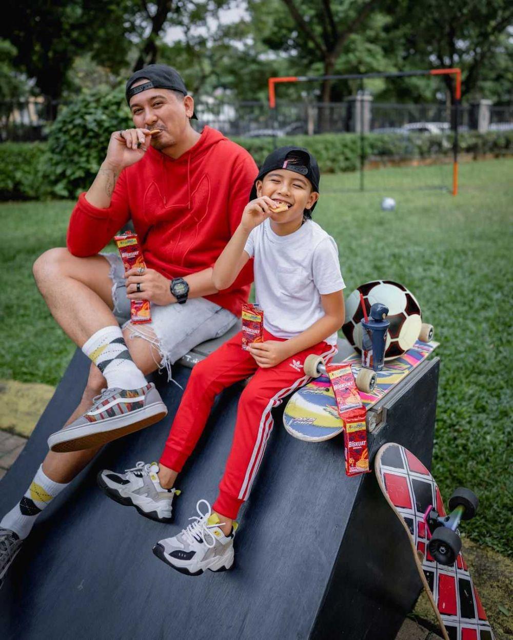 Like Father Like Son, 10 Gaya Kompak Ryan Delon dan Ryshaka Dharma