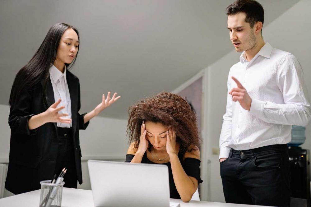 5 Akibatnya Kalau Kamu Berteman Dekat dengan Orang yang Malas Kerja