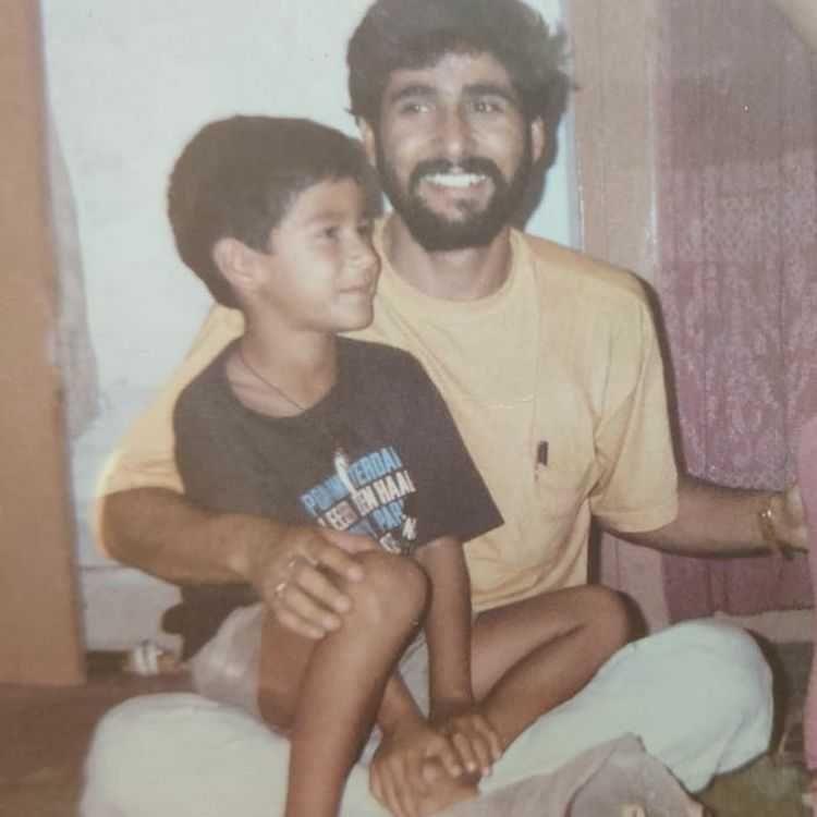 9 Potret Kebersamaan Aktor India dengan Sang Ayah, Bikin Haru!