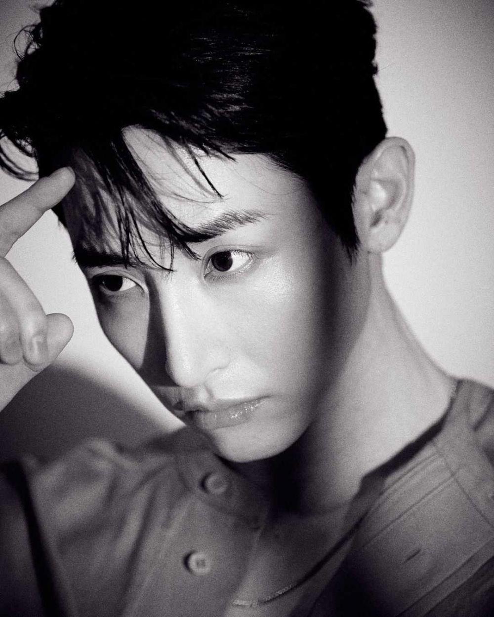 12 Potret Lee Soo Hyuk di Pemotretan Terbaru, Visual Jadi Sorotan!
