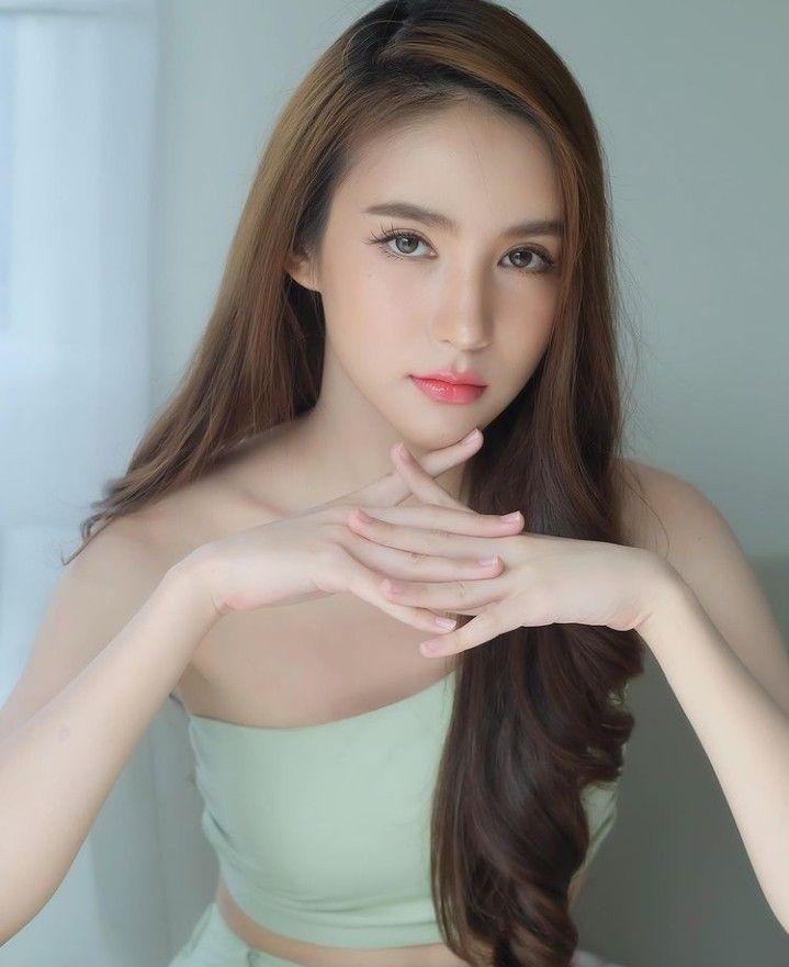 10 Potret Yoshi Rinrada, Transgender Thailand yang Memesona