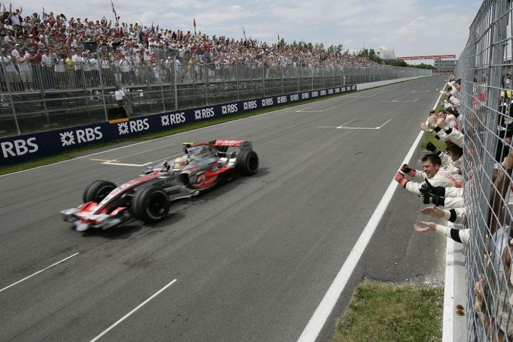 Kilas Balik Kemenangan Perdana Lewis Hamilton di Formula 1