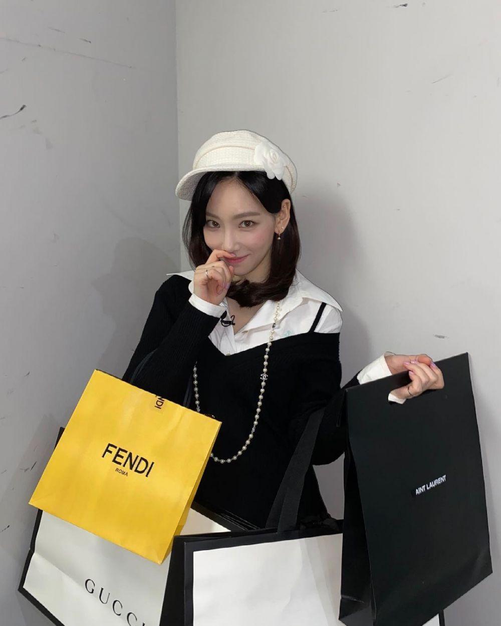 11 Kostum Terbaik Taeyeon SNSD Saat Mengisi Acara Amazing Saturday
