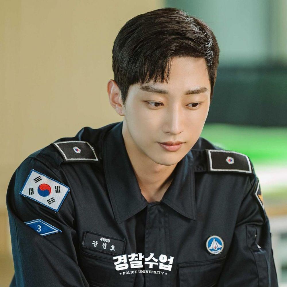 Mantan Hacker, 9 Potret Peran Jinyoung B1A4 di Drama Police University