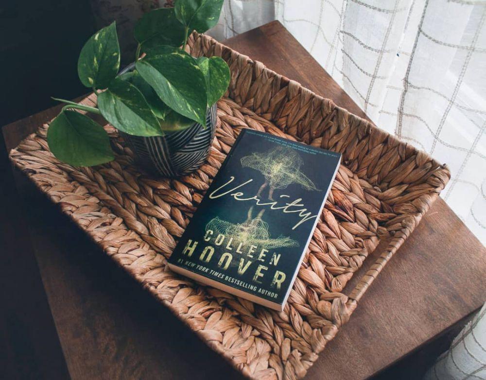 5 Rekomendasi Novel Romantis Colleen Hoover, Alur Tak Terduga