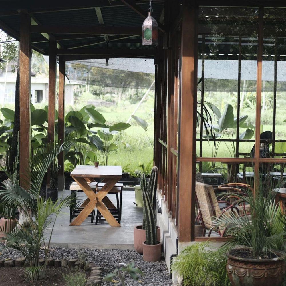 8 Kafe di Jogja yang Sajikan Suasana Tepi Sawah, Bikin Betah!