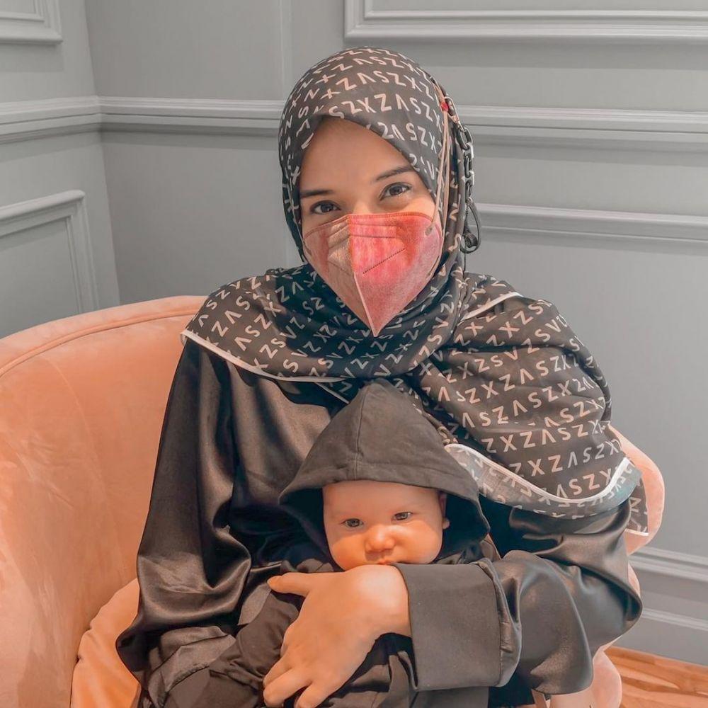 9 Potret Hits Zaskia Sungkar dan Baby Ukkasya yang Kece Abis, Gemas!