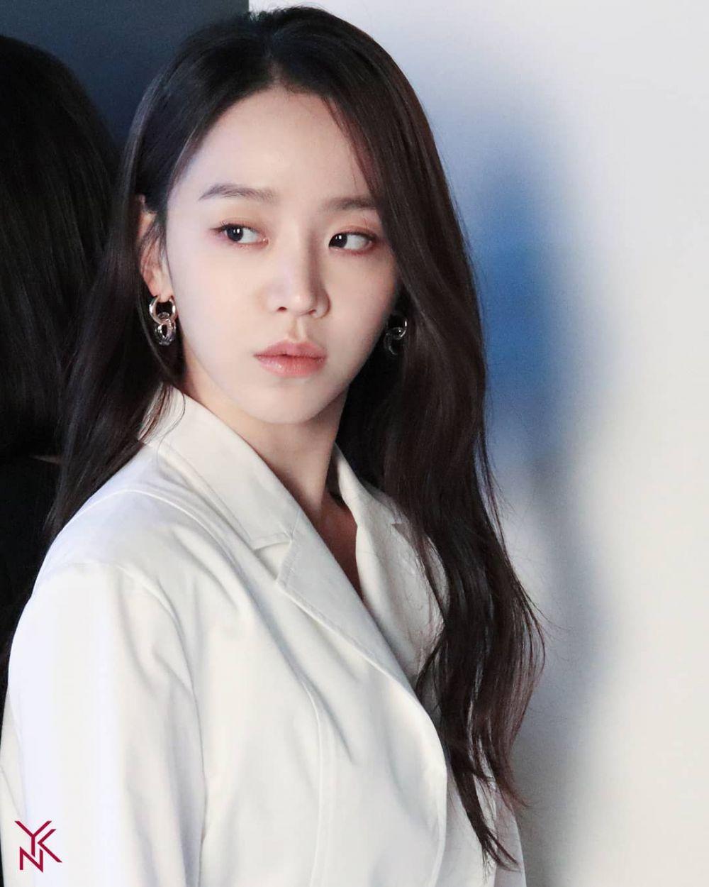 Comeback di Film Thriller, Ini 9 Pesona Memikat Shin Hye Sun