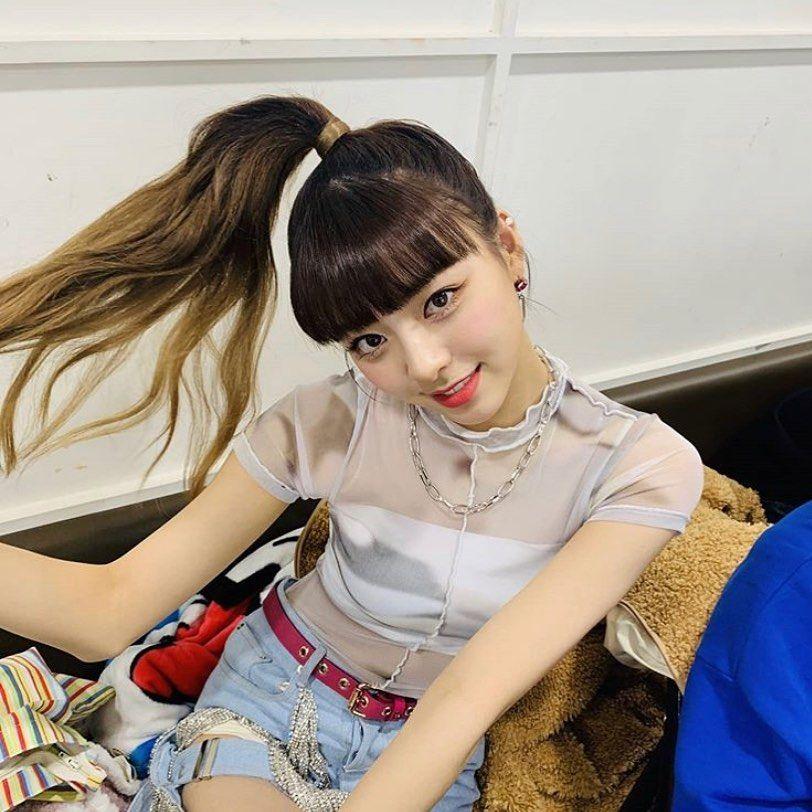 9 Potret Penuh Gaya Yuna ITZY dengan Gradient Hair