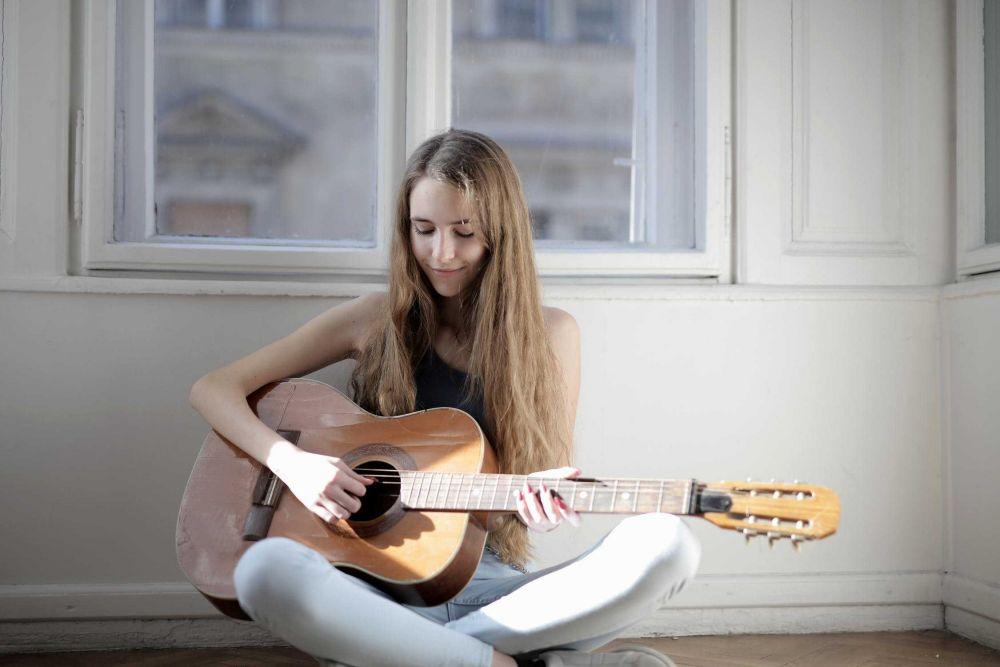 Gak Sekadar Keren, Ini 5 Manfaat Bermain Alat Musik Bagi Kesehatan