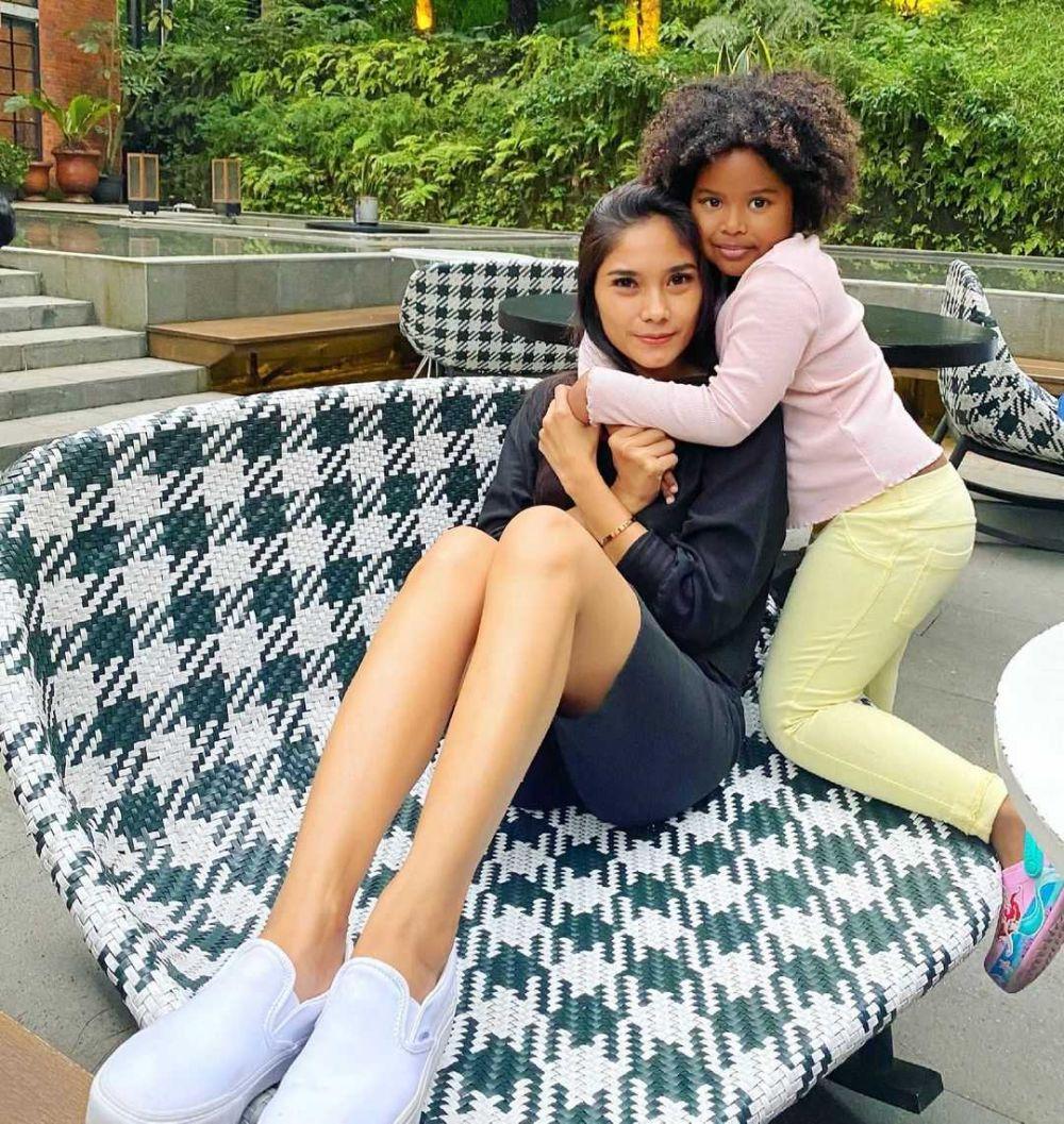 10 Adu Gaya Voke Victoria Vs Garneta Haruni Asuh Anak,Single Mom Kuat