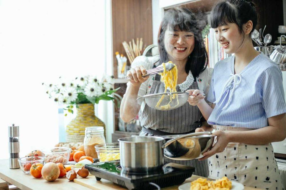 5 Alasan Kenapa Sebaiknya Kamu Tampil Apa Adanya di Depan Calon Mertua