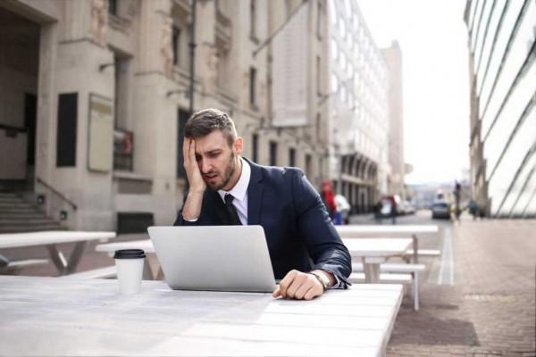 5 Kebiasaan Buruk yang Ternyata Bisa Membuat Kariermu Stuck