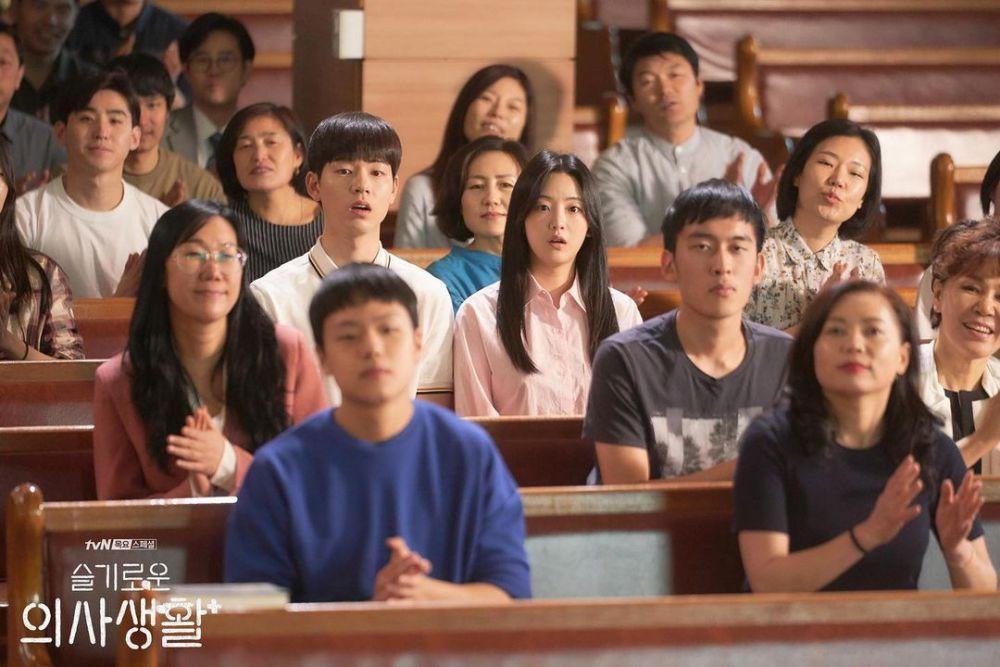 10 Potret Cho Yi Hyun dan Bae Hyun Sung di Drama Hospital Playlist