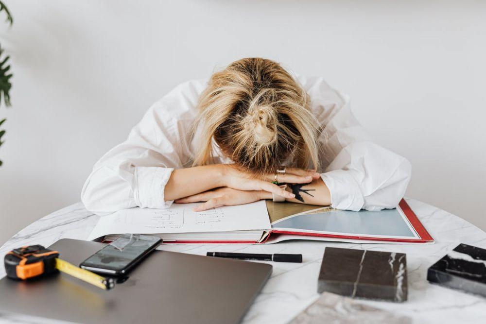 5 Kebiasaan Buruk yang Wajib Dihentikan agar Hidupmu Lebih Baik