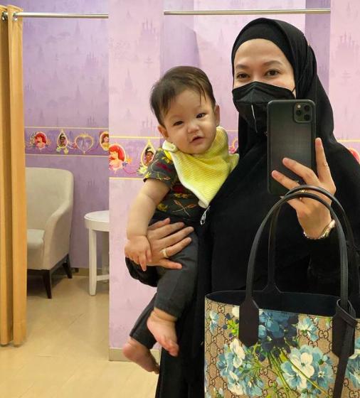 Mama Siaga di Usia 40 Tahun, 10 Momen Lyra Virna Momong Baby Khaleed