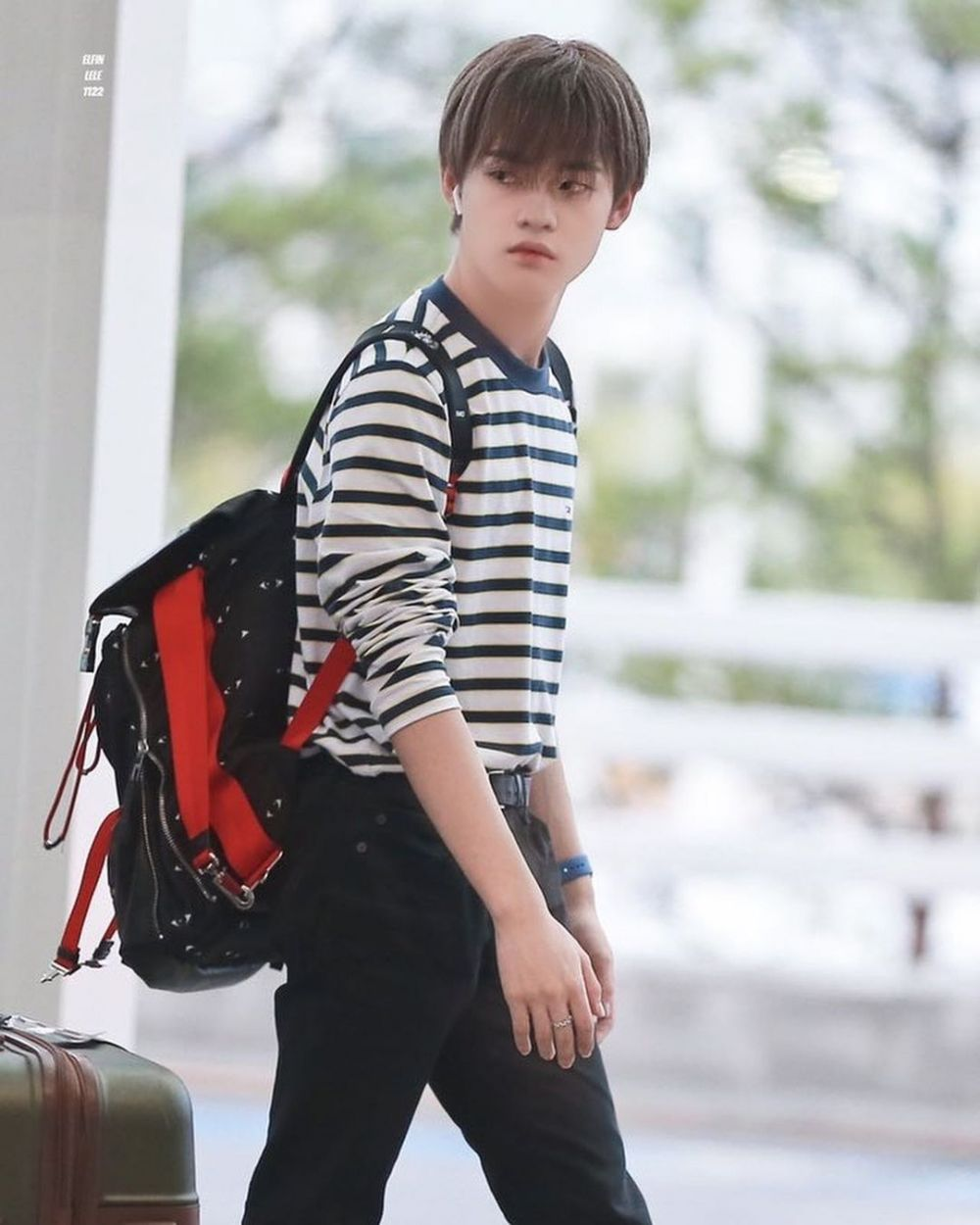 12 Ide Outfit Kasual dan Trendi ala Chenle NCT, Cool Abis!