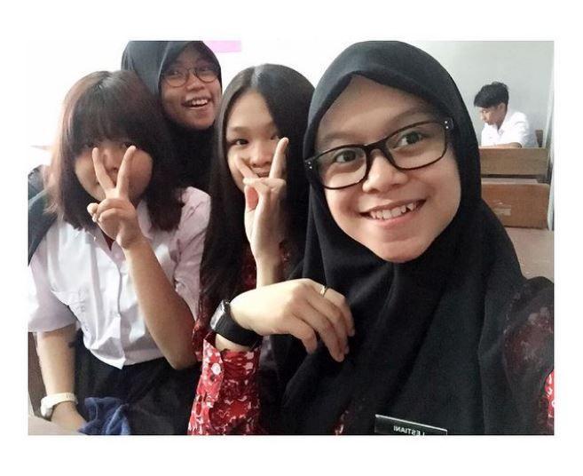 9 Potret Lawas Lesti Kejora Bareng Gengnya Zaman SMA, Hits Abis!