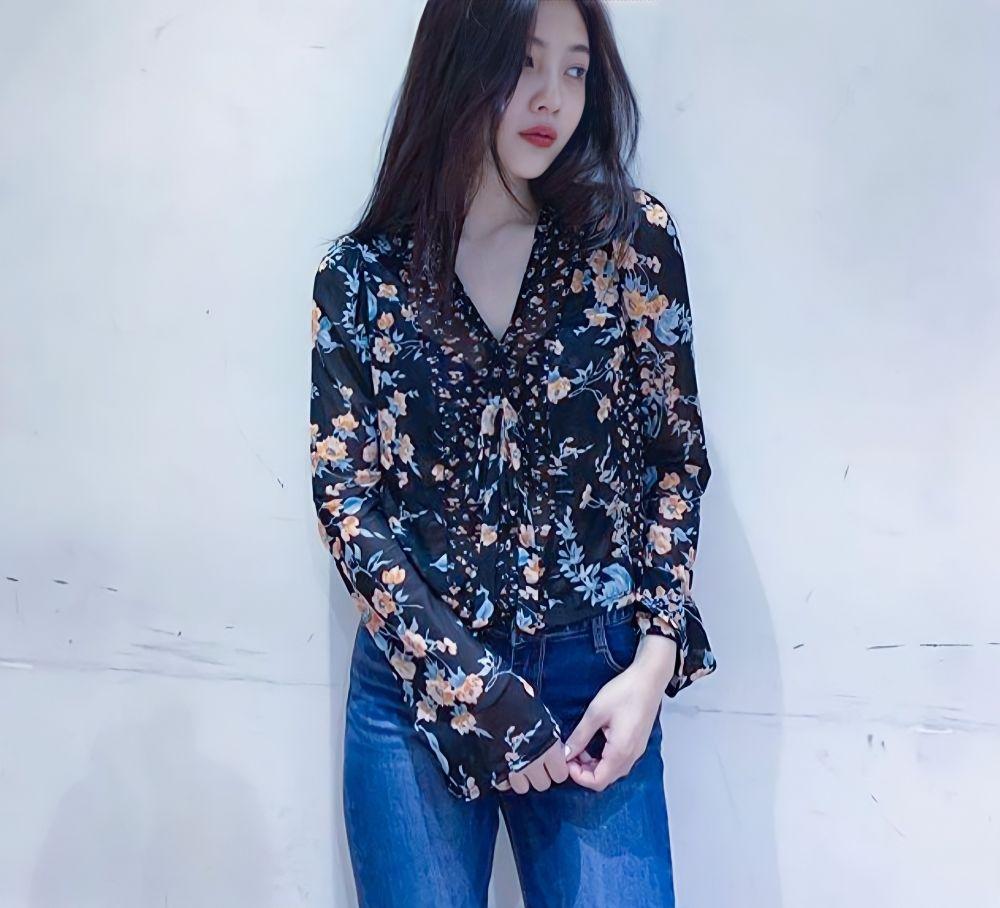 9 Ide OOTD Motif Floral ala Joy Red Velvet, Fresh dan Kekinian Abis!