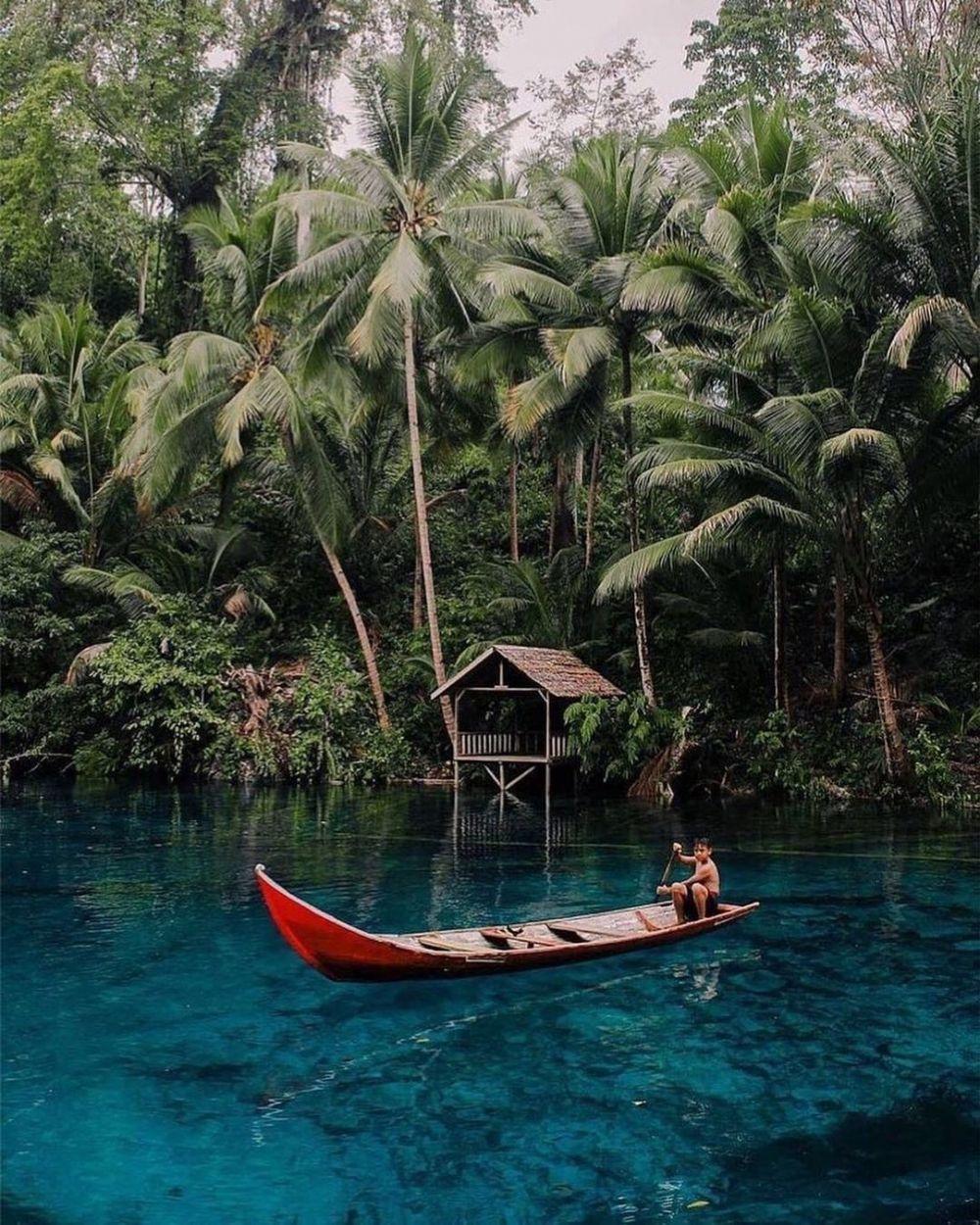5 Danau di Indonesia yang Airnya Sebening Kaca, Bikin Ngebet Nyemplung