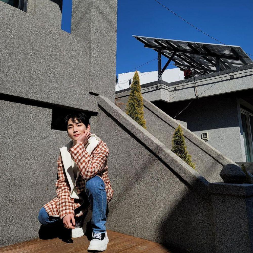13 Gaya Kasual ala Key Shinee, Simpel dan Stylish Buat OOTD!