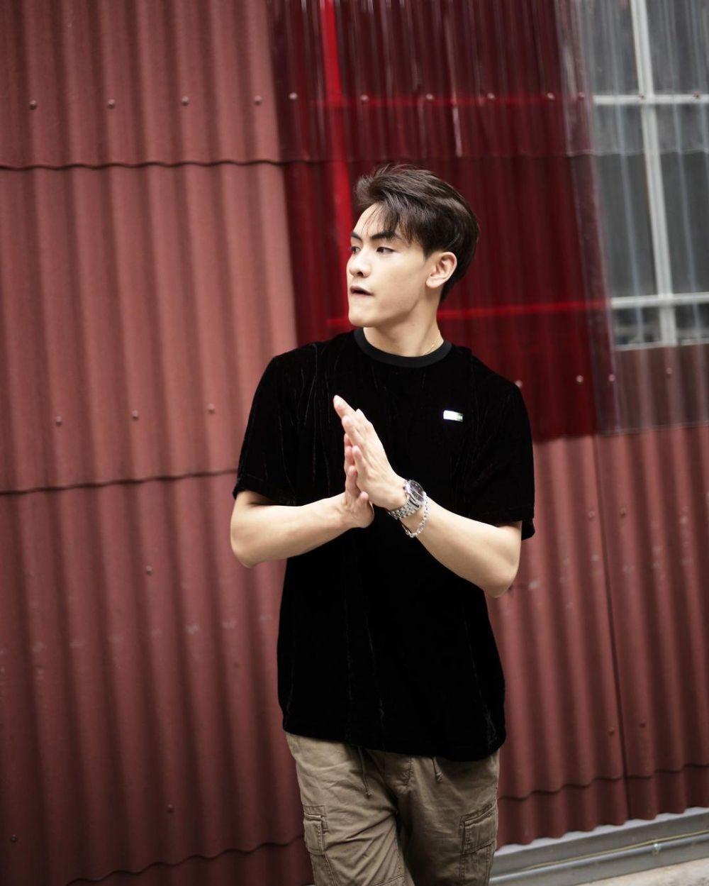 9 Ide Outfit Nuansa Hitam ala Joong Archen, Tetap Modis dan Stylish